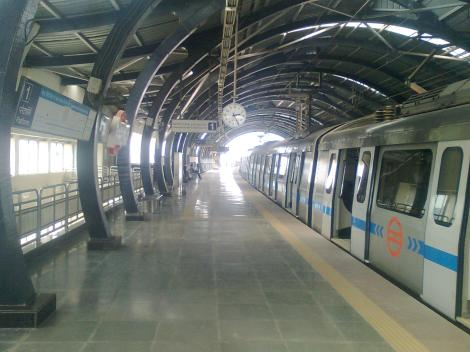 dwarka_sect-14_metro_station27s_platform